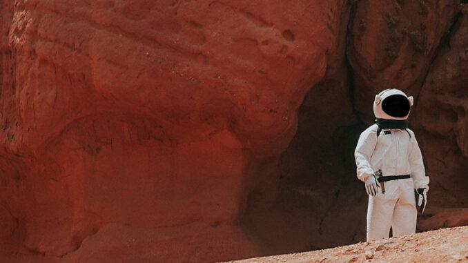 Einsamer Astronaut auf dem Mars